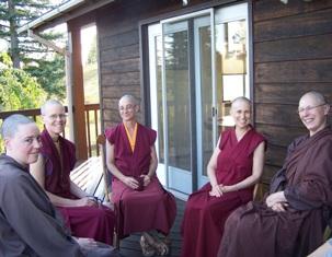 Буддийские монахи и монахини